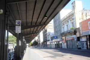 Las paradas de la ciudad, desoladas tras el paro.Foto: Télam.