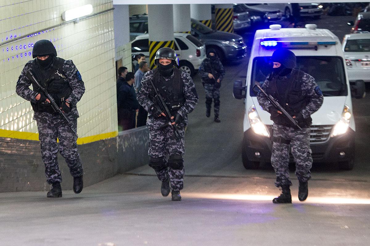 Fuertemente custodiado trasladan a Cantero desde los tribunales provinciales. Foto: F. Vizzi
