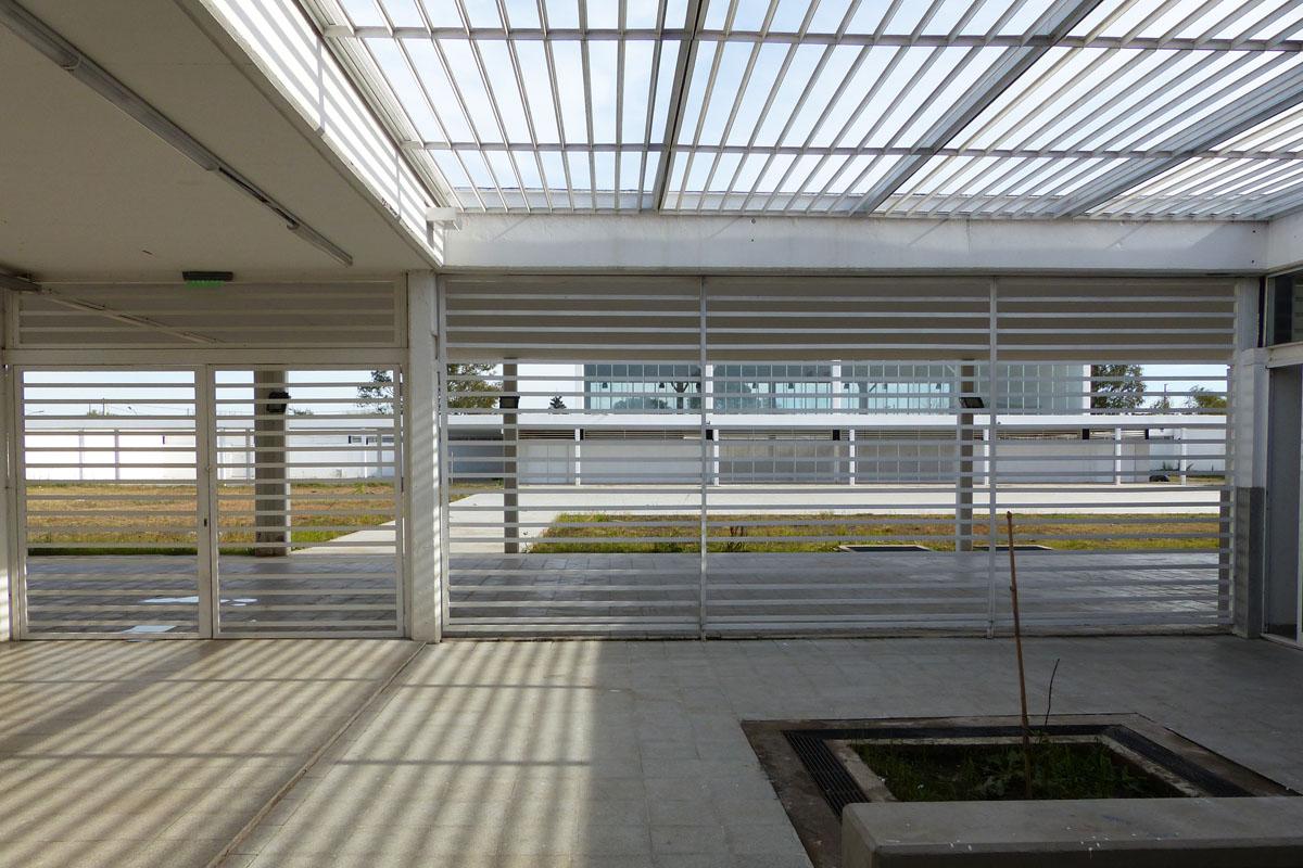 Para patios internos como decorar patios interiores for Cerramientos para patios internos