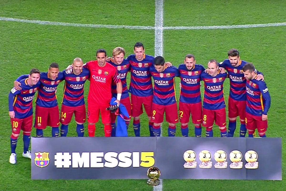El crack rosarino Lionel Messi celebró hoy con hinchas de Barcelona en el  estadio Camp Nou la obtención de su quinto Balón de Oro FIFA en los minutos  ... 0ec21138788ab