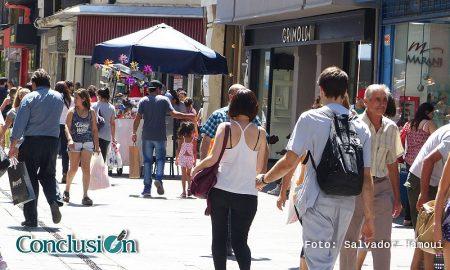 Gente en la peatonal