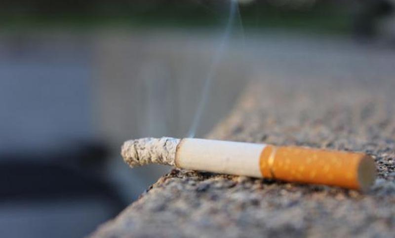Un estudio demuestra que los restos de tabaco duran seis - Como eliminar el humo del tabaco en una habitacion ...