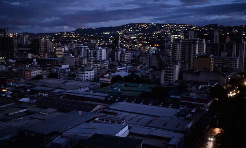 Image result for Apagón elétrico de 4 horas en Caracas, Venezuela