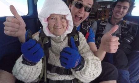 Abuela de 102 años marca récord en paracaidismo