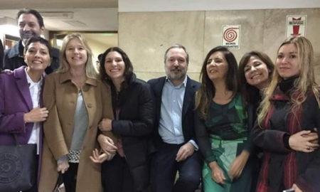 Legisladores y ex funcionarios fueron a Comodoro Py a apoyar a Cristina