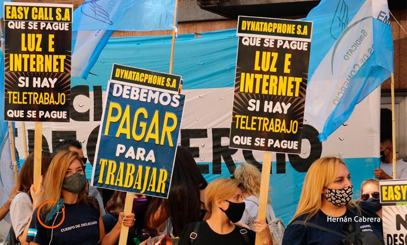 Los teletrabajadores de call center exigen un pago extra para afrontar gastos
