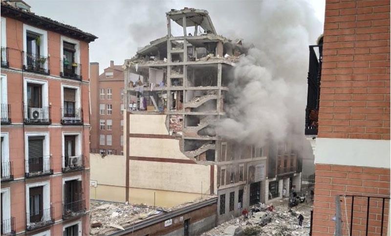 Una fuerte explosión destrozó un edificio en el centro de Madrid