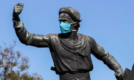 estatua uruguay fondo covid