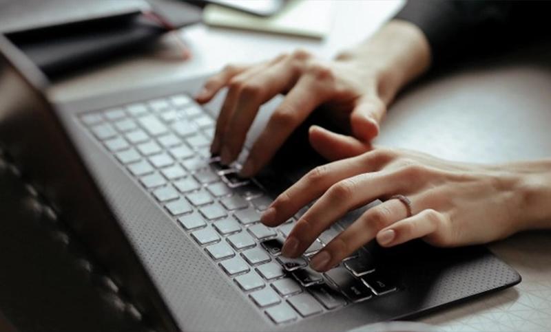 El 80% de los trabajadores de la industria de software cobran entre $80.000  y $250.000 por mes, según informe